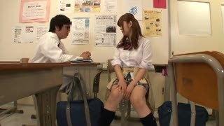 「ちょっ・・ここで!?」とか言って教室内で即チンポ受け入れるビッチJK